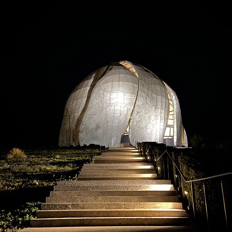 Templo bahai luces de noche aiecc