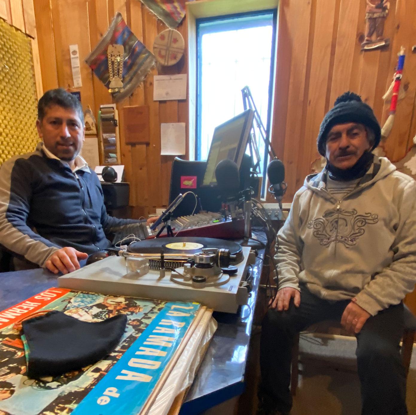 En este momento estás viendo Radio Bahá'í conecta a comunidades durante la pandemia.